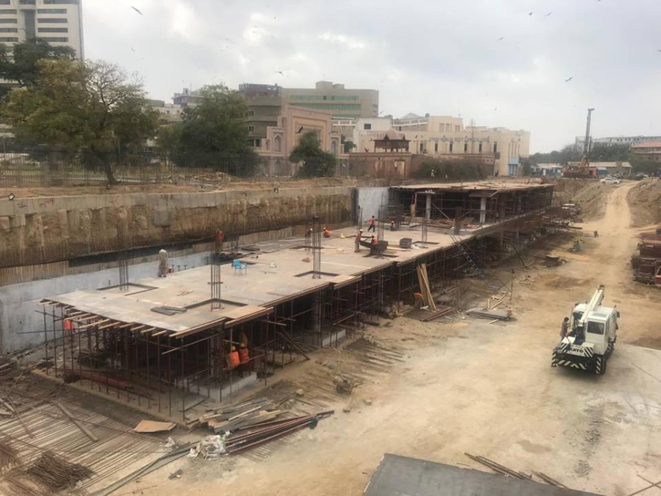 صدر کے علاقے میں انڈرگراؤنڈ پارکنگ پلازہ کے سیکشن 2 لیول 2 اور سیکشن 1 لیول 1 پہ تعمیراتی کام ھو رہا ہے۔