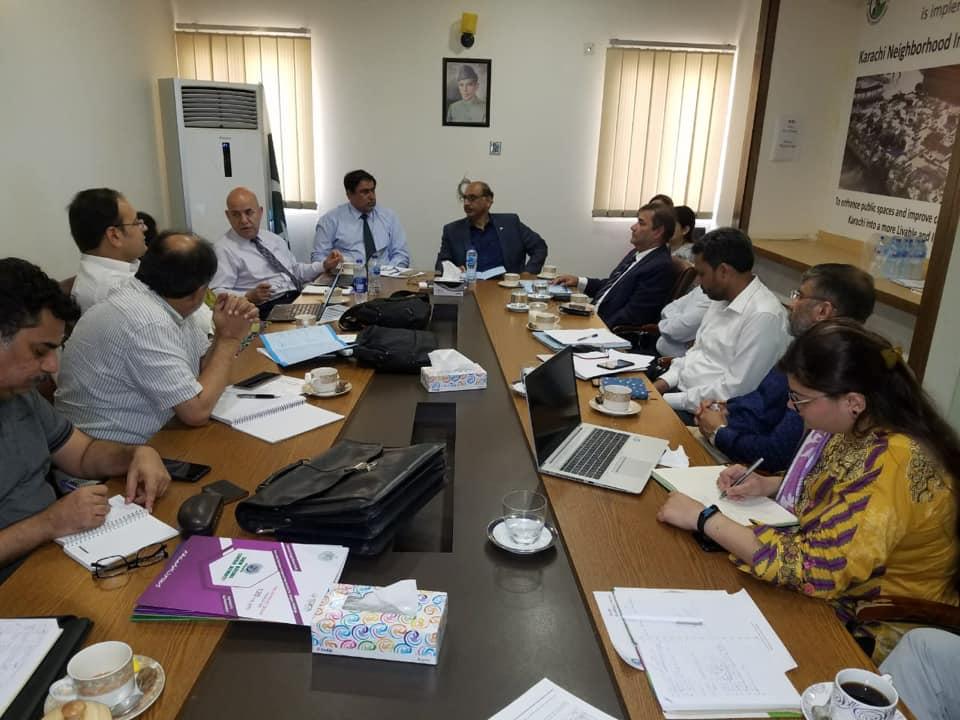 ورلڈ بینک مشن ٹیم ڈاکٹر سید سیف الرحمان کہ ساتھ میٹنگ، کراچی۔