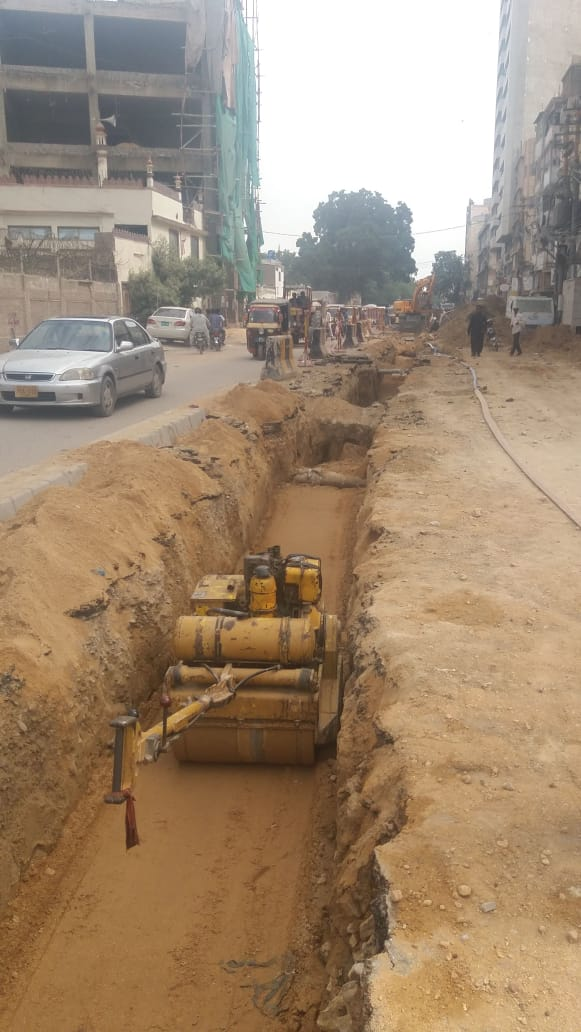 Sewerage line work in progress at Dr. Ziauddin Road