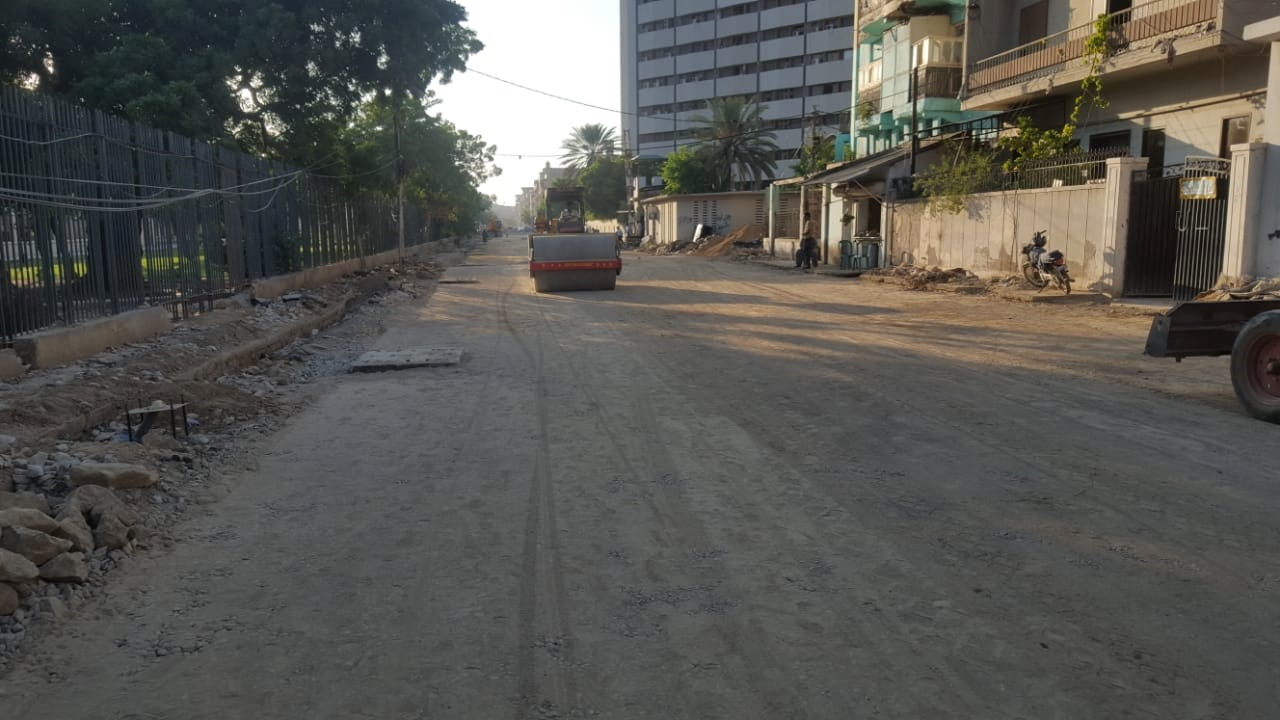You are currently viewing Final Layer of Aggregate Base Coarse is being prepared at Deen Mohammad Wafai Road  from Sindh Secretariat to Arts council Junction