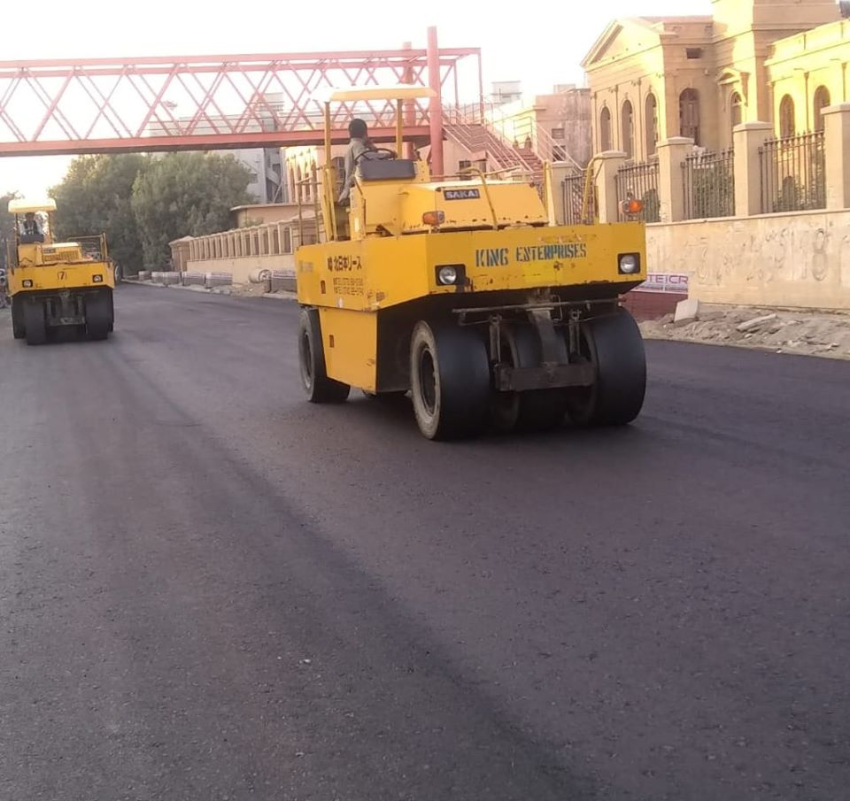 Asphalt Base Coarse is being laid at Dr. Ziauddin Ahmed Road in Saddar Area under KNIP Component 1 of enhancing public spaces in selected neighborhoods of Karachi.